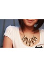 Black-girlshoppe-necklace-black-parisan-bag-white-zara-top