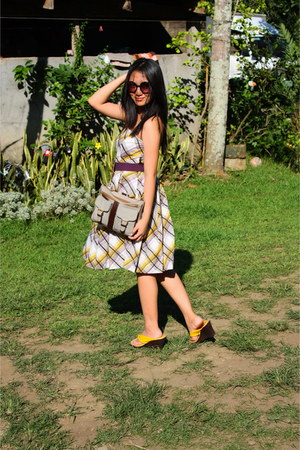 white Shapes dress - yellow chelsea wedges - deep purple vintage belt