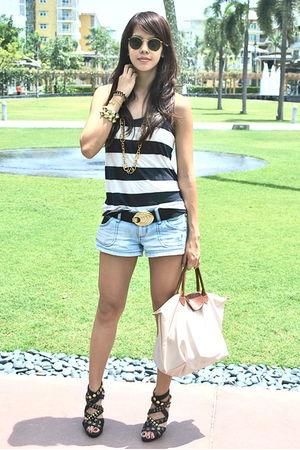 gold accessories - black studded Parisian shoes - beige longchamp bag
