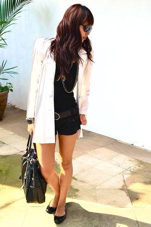 black leather Nine West belt - white vintage blazer - black H&M shorts