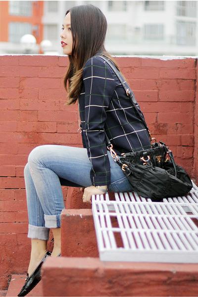 black Prada bag - black TODs loafers - navy Zara top