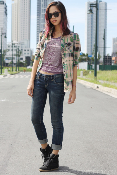 cropped H&M top - bench top - Levis jeans - wedge Topshop sneakers