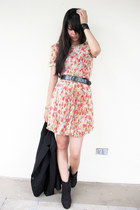 black Forever 21 boots - ivory floral printed Dongkwang dress - black Zara blaze