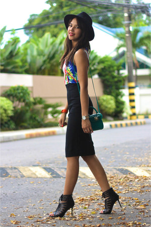 turquoise blue Furla bag - black pencil Zara skirt