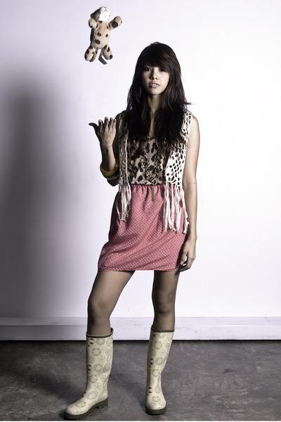 pink printed Carlotta skirt - beige zoo vest - leopard print Carlotta top