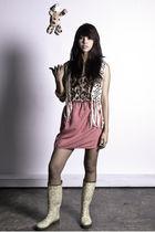 Carlotta top - pink Carlotta skirt - beige zoo vest - yellow Plueys - gold Bitou