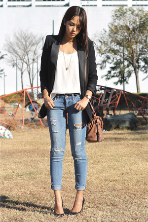 black oversized Mango blazer - distressed American Eagle jeans