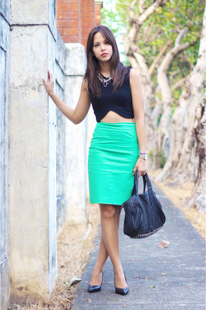 black cropped Zara top - green pencil Forever 21 skirt