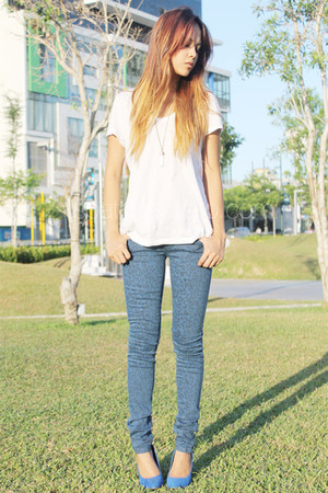 navy printed Mango pants - white bench t-shirt - blue Zara heels