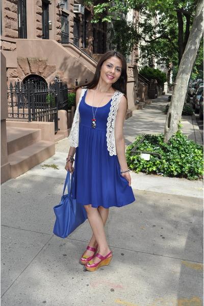 cream vest - blue dress - navy Zara bag