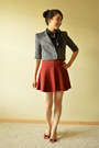 Gray-bcbg-jacket-maroon-zara-skirt-black-banana-republic-top
