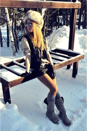 H&M shorts - Zara boots - H&M vest