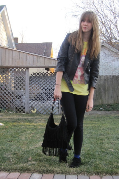 black delias jacket - black f21 purse - yellow kelly clarkson concert shirt - bl