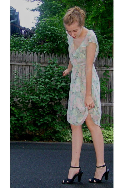 Ebay dress - 2nd Hand shoes