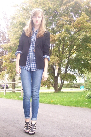 2nd Hand blazer - thrift shirt - 2d hand altered by me jeans - my moms from nine