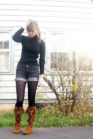 black handmedown frm mom sweater - brown Minnetonka boots