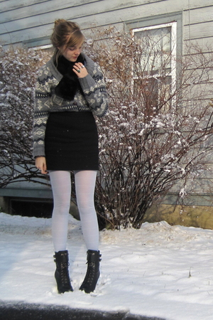 black Target accessories - gray f21 sweater - black f21 boots - blue random tigh