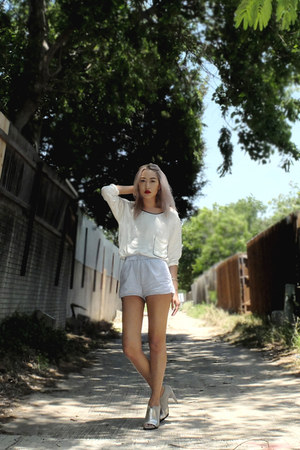 periwinkle H&M shorts - off white Theory top - silver Alexander Wang heels