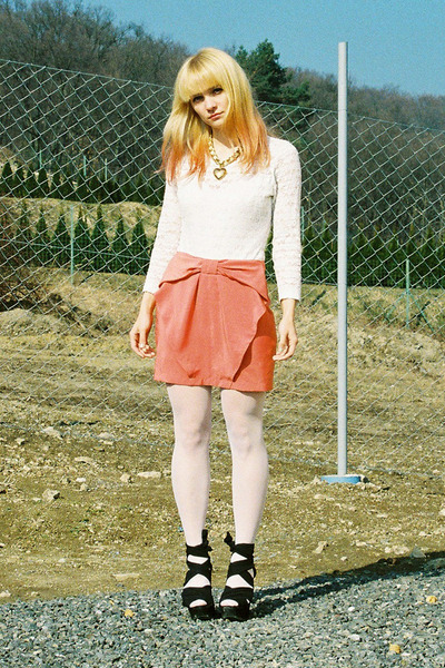 carrot orange bow H&M skirt - off white lace vintage bodysuit - black Topshop we