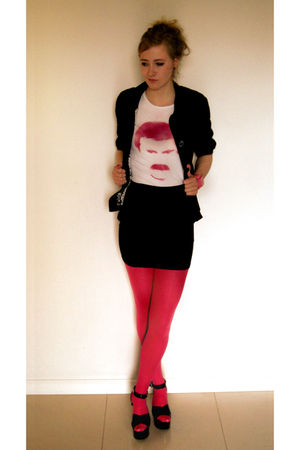 pink t-shirt - pink tights - black shoes - black jacket - pink accessories