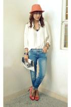 salmon vnc heels - sky blue Miss Sixty jeans - white LeNice Boudoir shirt