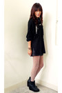 Black-thrifted-vintage-sweater-black-forever-21-shorts-black-soule-shoes-b