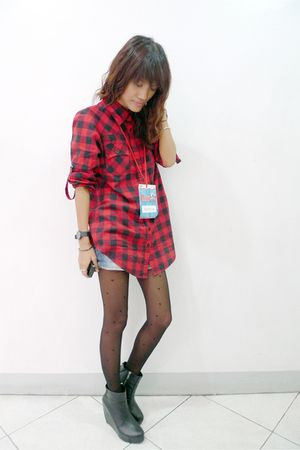 red thrifted shirt - blue denim shorts - black soule shoes - black Ebay tights -