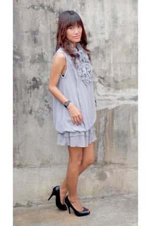 gray Archive dress - black bought online shoes