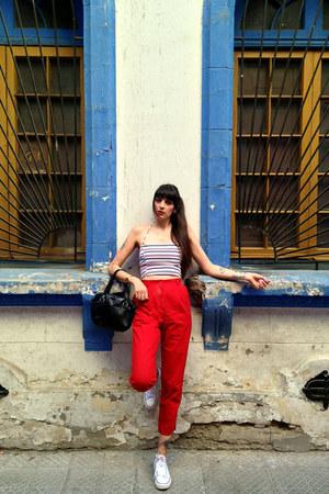 red capri vintage pants - black leather vintage bag - white Converse sneakers