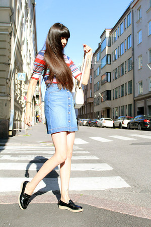 sky blue a-line denim H&M skirt - cream vintage bag - black mocassins Zara flats