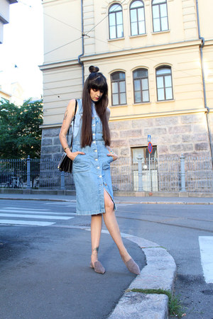 sky blue denim Zara dress - black vintage bag - light blue ribbed H&M top