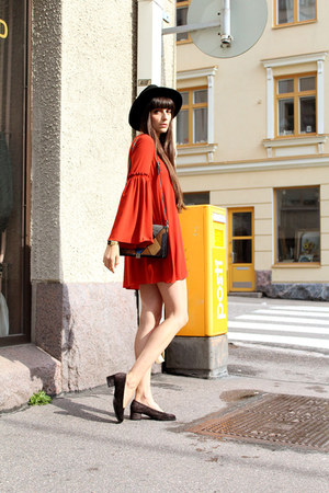 burnt orange flared sleeve Zara dress - black fedora H&M hat - black vintage bag