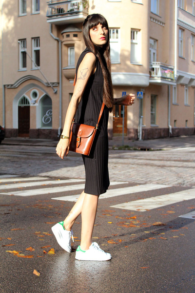 black ribbed cotton Monki dress - brown leather vintage bag