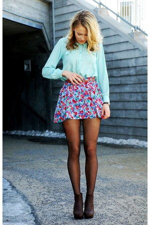 red skirt - blue skirt - aquamarine shirt - dark brown wedges