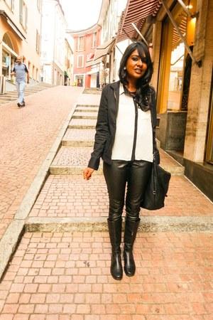Iris blouse - New Yorker leggings - Zara bag