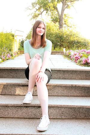 white Converse sneakers - aquamarine Pimkie shirt
