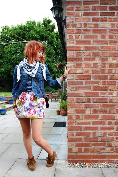 Levis jacket - Dorothy Perkins dress - Primark boots - The Oasis scarf - H&M ves