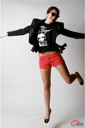 black studded blazer jacket - red shorts - black sunglasses - camel leopard prin