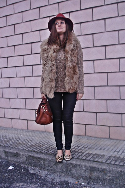 Massimo Dutti coat - Zara shoes - Dayaday hat - Zara leggings - Primark bag