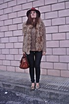 Massimo Dutti coat - Zara shoes - Dayaday hat - Zara leggings - Primark bag