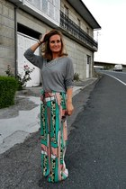 Zara necklace - heather gray Mango sweater - printed Zara pants