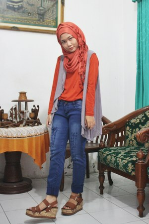 gray long Gaudi vest - blue Logo jeans - brown unbranded wedges