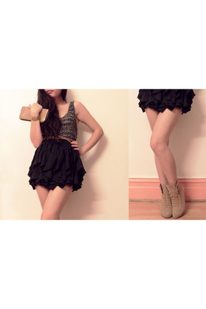 black frills skirt