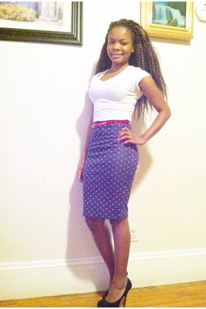 polka dots H&M skirt - BCBG shoes - banana republic t-shirt