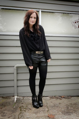 black sam edelman boots - black metalicus tights - black vintage shorts - Moschi