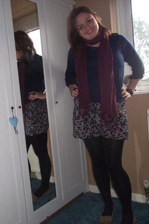 navy shorts - navy shirt - crimson scarf - camel loafers
