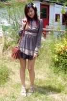 Vintage bag - bow clip - inniu beige shoes - vitcorian top