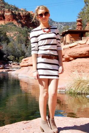 coral stone francescas necklace - camel ankle PacSun boots