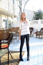black leather American Eagle boots - white loose knit Forever 21 sweater - black