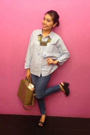 light blue comfy cottonink shirt